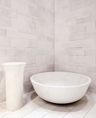 Caved stone bath, in solid marble