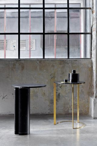 Side table with brass structure and marble surface